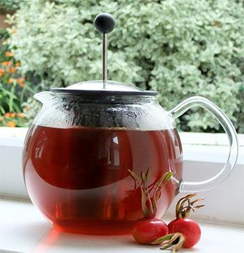 10 Natural Remedies You Can Only Make This Fall Rose Hip Tea