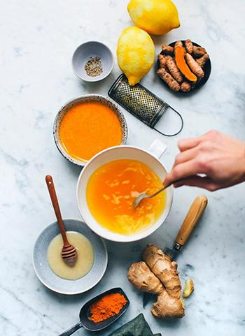 5 Winter Herbs to Cut Belly Fat - Turmeric