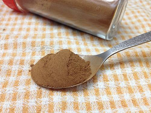 How to Make a Natural Toothpaste at Home - Cinnamon