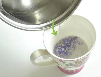 The 6 Best Bedtime Teas That Help You Sleep - Lavender Tea