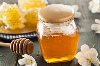Avoid Spring Allergies with These 7 Natural Remedies - Honey