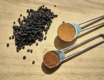 How To Infuse Honey with Elderberry - Cinnamon an Clove