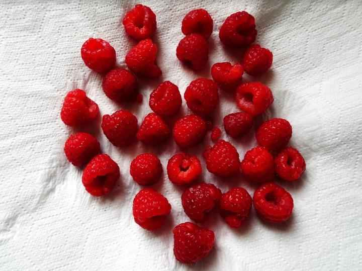 How to make your own raspberry vinegar - Step 1.2