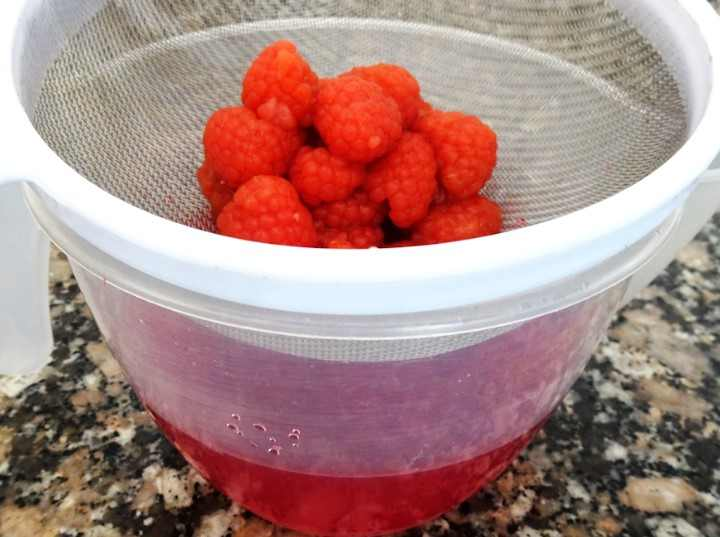 How to make your own raspberry vinegar - Step 4
