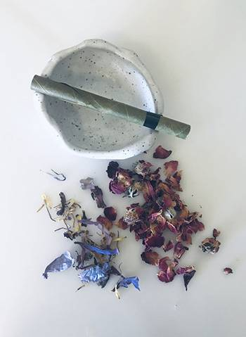 Healing Herbs You Can Smoke - Preparing the herbs