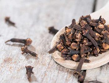 How To Make a Cinnamon Painkilling Tincture - Cloves