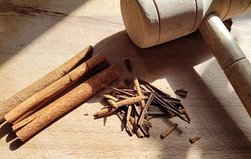 How To Make a Cinnamon Painkilling Tincture - Step 2