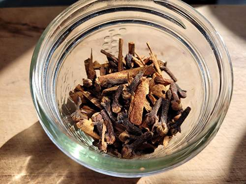 How To Make a Cinnamon Painkilling Tincture - Step 3