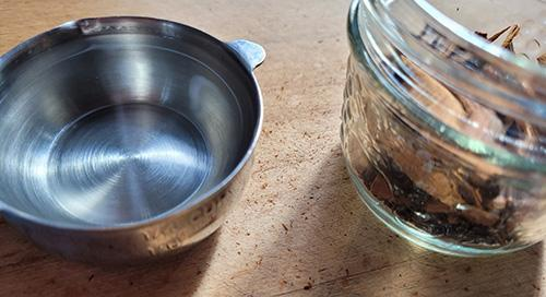 How To Make a Cinnamon Painkilling Tincture - Step 4