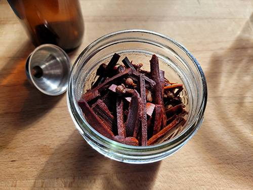 How To Make a Cinnamon Painkilling Tincture - Step 6