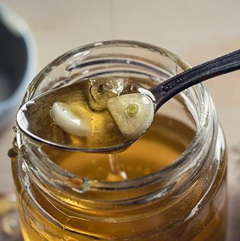 Medicinal Foods - 10 Recipes to Bring Lasting Health - Garlic Honey