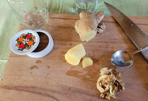 How to Make a Ginger Tincture - Step 2
